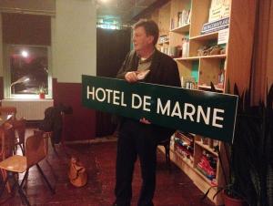 Klaas met Hotel de Marne